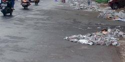 Penyapu Kecamatan Mariso Sigap Bersihkan Sampah