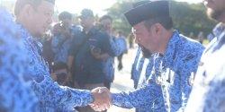 Pj Wali Kota Makassar Beri Damtor kepada Camat Tallo