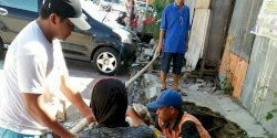 Tim Swakelola Kelurahan Ende Sasar Drainase di Jalan Cokroaminoto