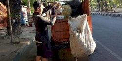 Camat Mariso Instruksikan Satgas Bersihkan Area Jalan Poros