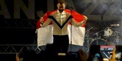 Kibarkan Merah Putih di Panggung  Prambanan Jazz Festival 2019, Calum Scott: Bendera Ini Sangat Berarti