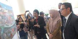 Kadispar Makassar Buka Pameran Lukisan di Hotel Aryaduta