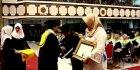 Penuh Haru, Orangtua Almarhum Irza Wakili Anaknya Wisuda di UNS