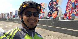 Menikmati Pantai Losari Makassar dengan Bersepeda dan Jalan Kaki