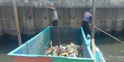 Iqbal Suhaeb Respon Cepat Foto Losari yang Penuh Sampah