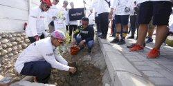 Iqbal Suhaeb Bersama Komunitas Ewako Bro Tanam Pohon di Barombong