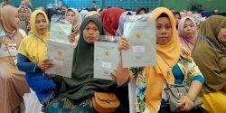 Sekjen Kementerian Agraria dan Gubernur Nurdin Bagikan 3.000 Sertifikat Tanah