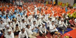 Penuh Haru, Ribuan Warga Kota Makassar Salawat Nabi bersama Danny Pomanto