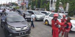 Parkir Kendaraan di Badan Jalan, 5 Mobil Digembok