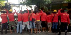 Bawaslu Makassar Dalami Foto Petugas Kebersihan Yang Pakai Baju Bakal Calon Walikota