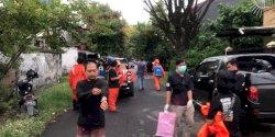 DP Peduli Corona Semprot Cairan Antiseptik di Belakang Rujab  Walikota