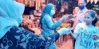 TP PKK Kota Makassar Bagikan 1000 Masker di Pasar Pabaeng-baeng