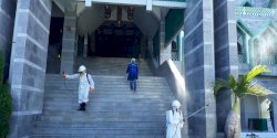 Jelang Salat Jumat Perdana, Masjid Al-Markaz Disemprot Desinfektan