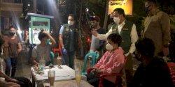 Hingga Malam Hari, Pj Wali Kota Makassar Terjun Edukasi Warga