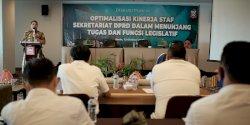 DPRD Makassar Beri Pelatihan Staf Khusus Dewan