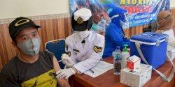 Semangat Jalesveva Jayamahe, TNI AL Laksanakan Vaksinasi ke Masyarakat Maritim Makassar