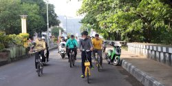 Akhir Pekan, Taufan Pawe Bersepeda Sembari Pantau Pengerjaan Lapangan Latihan PSM Makassar