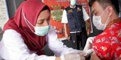 Perumda Pasar dan Polrestabes Makassar Lakukanan Vaksinasi di Sejumlah Pasar, Catat Tanggalnya